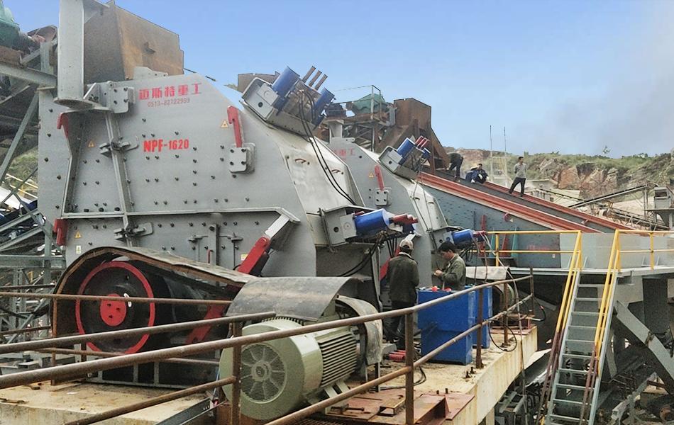 云南安宁时产1000吨石灰石破碎生产